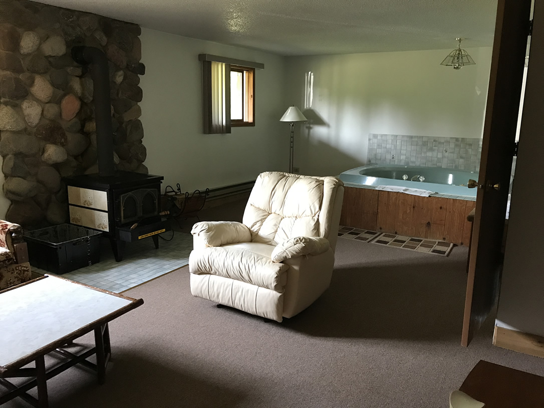 Indianhead Valley Rec-room with hottub and sauna
